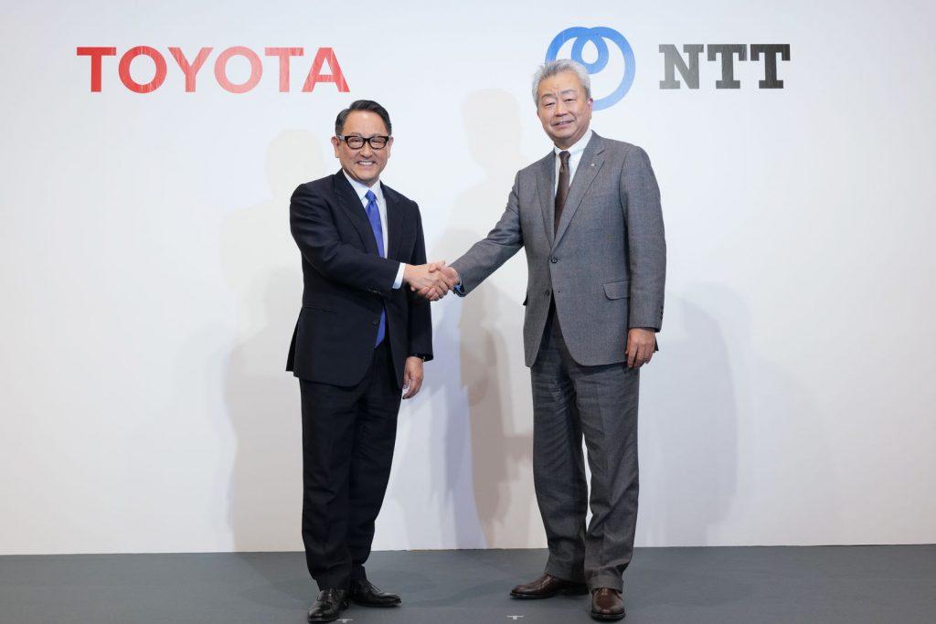 トヨタの豊田章男社長とNTTの澤田純社長