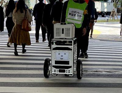 佐川急便&ソフトバンク 自動走行ロボット