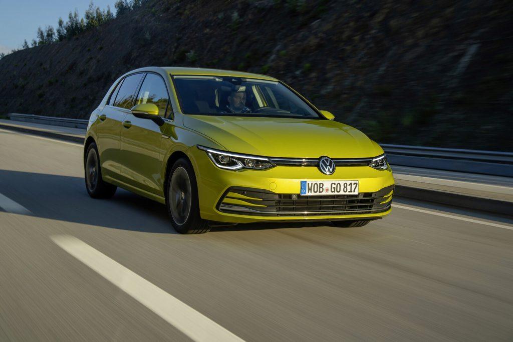 VW ゴルフ 走行シーン
